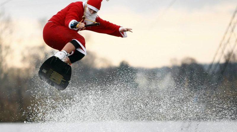 Санта на сёрфе