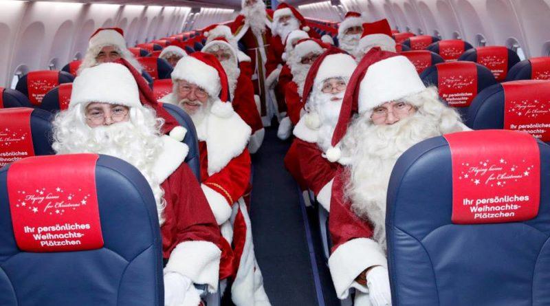Санта клаусы в самолете