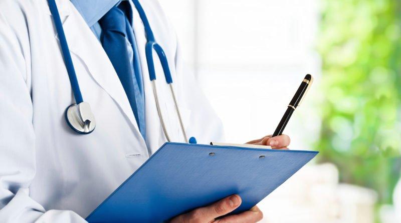 Доктор с планшетом