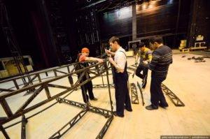 Работники в театре