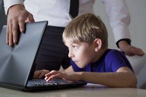 отвлечь ребенка от интернета