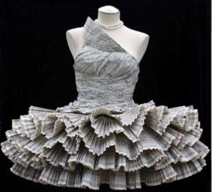 Платье из бросового материала